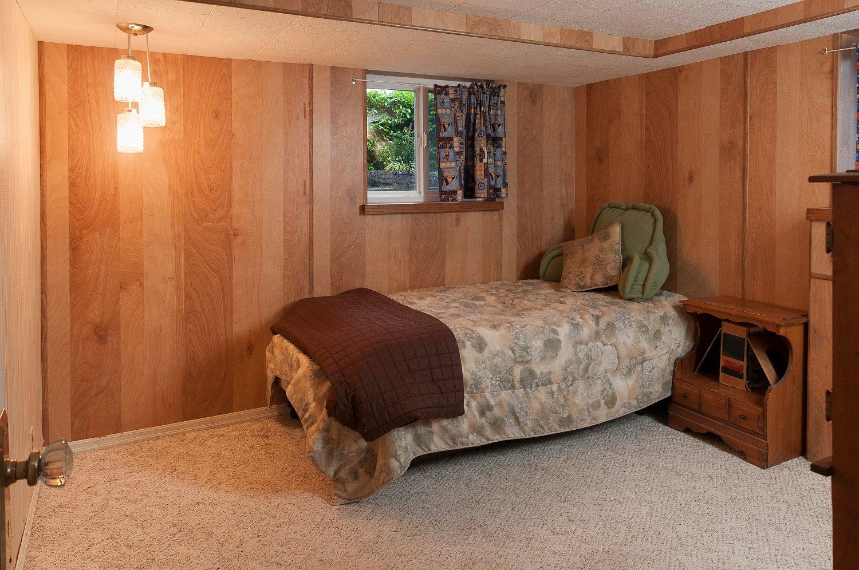 basement bedroom_9553