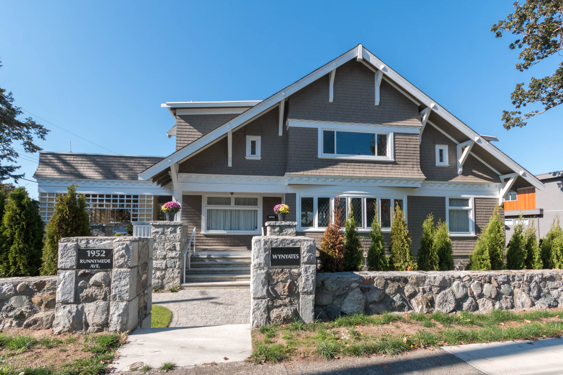 Beautiful Character Home on Oak Bay/Fairfield Border
