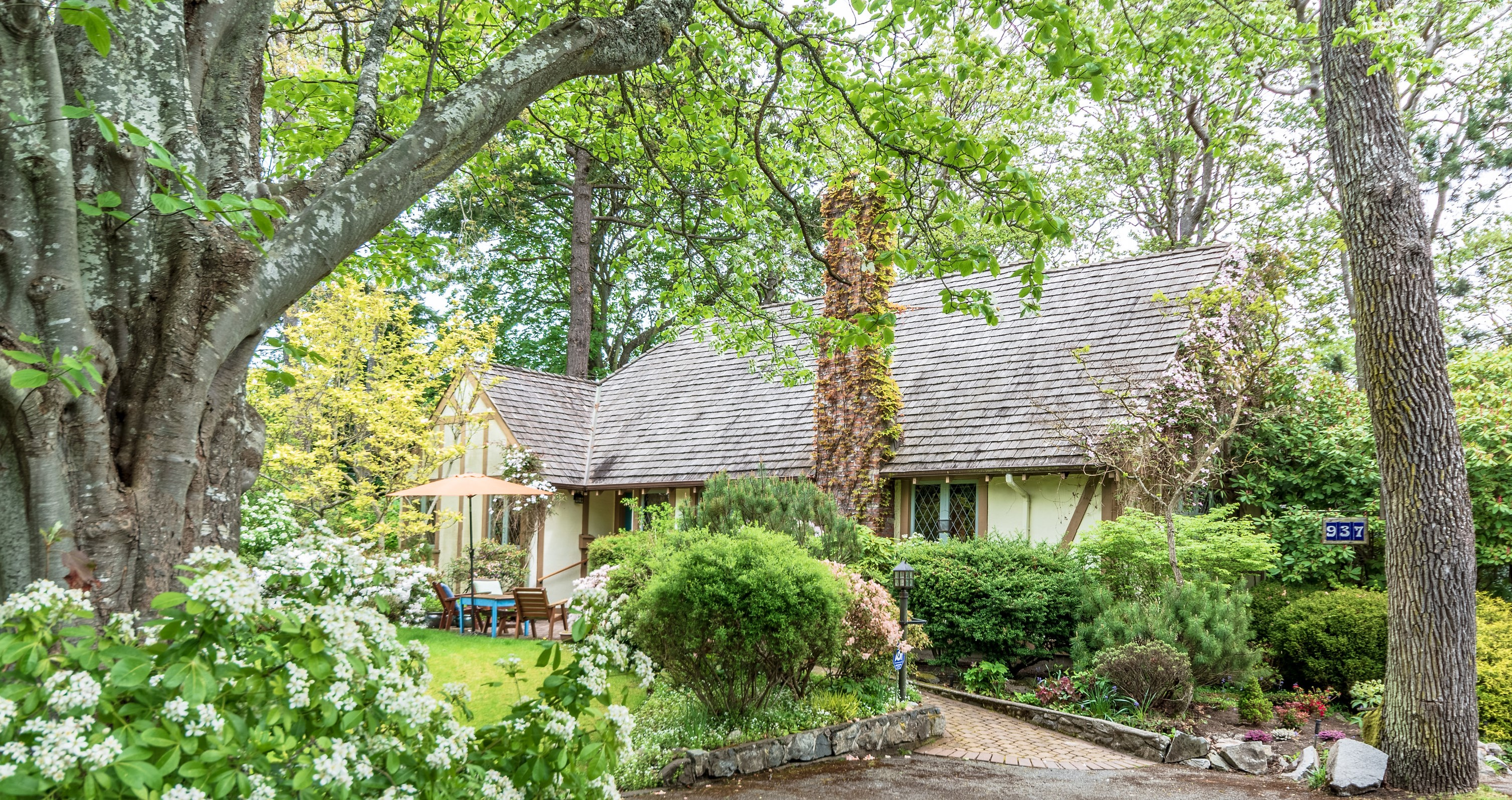 Magical English Cottage in Oak Bay