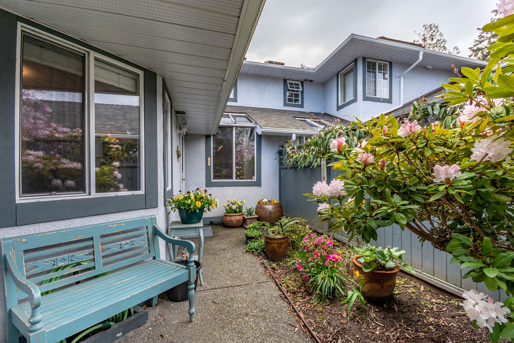 Quiet Cordova Bay Townhome
