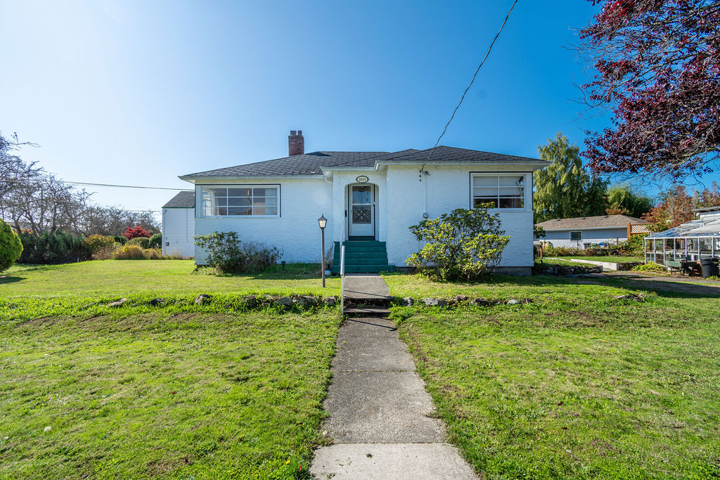 Opportunity in Oak Bay
