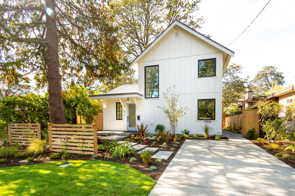 Classic Farmhouse with a Modern Twist