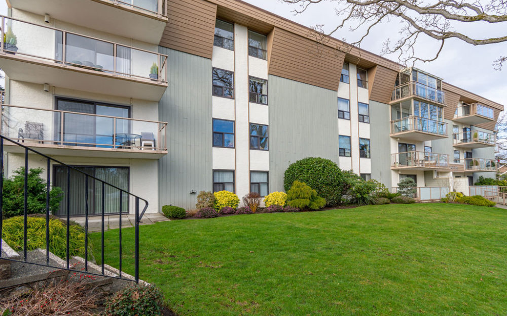 Oak Bay Condo in Great Location