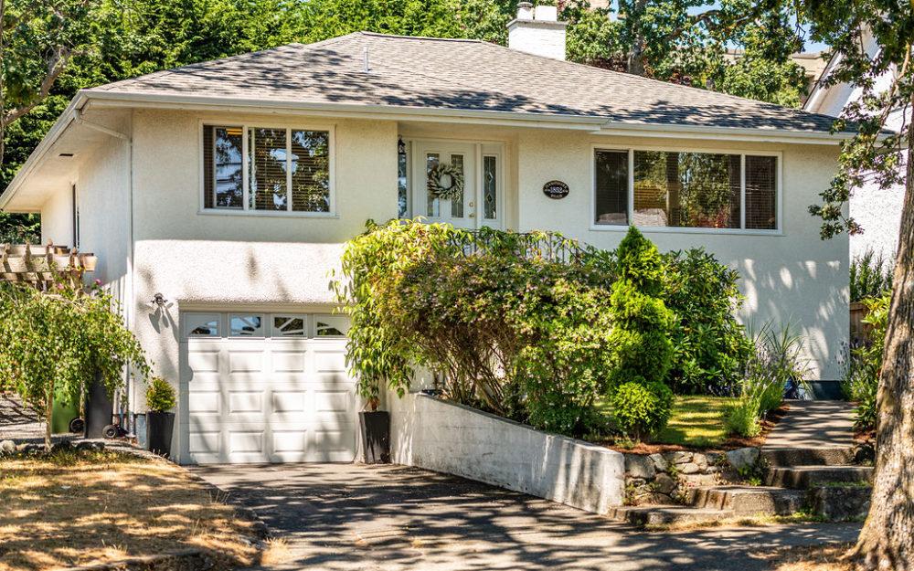Charming Oak Bay Family Home